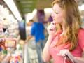 Украинцы тратят на еду большую часть своей зарплаты