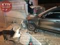 В Киеве водитель автомобиля Porsche разнес гараж