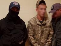 В Киеве задержали вооруженных военных-наркоторговцев