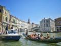 Голые туристы искупались в канале в Венеции и заплатили 3000 евро