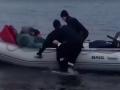 В Киеве у рыбака случился инсульт посреди Днепра