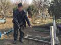 В Кривом Роге мужчина осквернил могилу с целью наживы