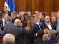 Депутаты и министры Сербии устроили драку из-за закона о церкви