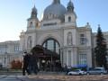 На железнодорожном вокзале Львова ищут бомбу