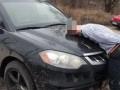 Отнял машину, избил и бросил в лесу: Под Киевом напали на женщину