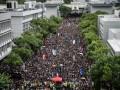 Протесты в Гонконге: десятки тысяч человек не вышли на работу и учебу