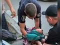 В Киеве мать одела младенца в пуховик и засунула в хозяйственную сумку