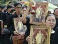 В Таиланде тысячи людей приехали прощаться с королем