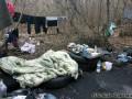 В Харькове женщина жила в посадке с грудным ребенком