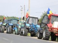 В Молдове фермеры вывели на трассы сельхозтехнику, требуя от власти помощи