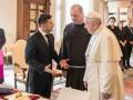 Зеленский пригласил Папу Римского в Украину