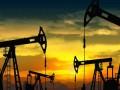 Доллар укрепляется, а цены на нефть падают