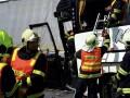 В Чехии школьный автобус врезался в фуру