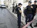 В Греции пенсионер захватил банк и обещает сжечь себя