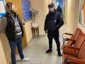 Под Киевом задержали людей, блокировавших работу избиркома