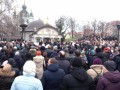 Верующие пришли защищать Десятинный монастырь от радикалов С14