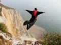 В Крыму 47-летний парашютист из Москвы получил тяжелые травмы, прыгнув с 80-метровой скалы