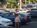 В Днепре сняли на видео, как избивают инвалида на костылях