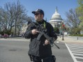 В Вашингтоне полиция оцепила Капитолий
