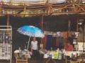 На руинах рынка в Донецке продают портреты Путина