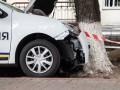 В Киеве авто госохраны влетело в дерево, водитель погиб от сердечного приступа