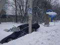 Под Львовом автомобиль протаранил остановку общественного транспорта