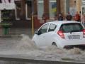 Мощный ливень превратил улицы Запорожья в реки