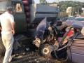 В Киеве грузовик раздавил авто, начиненное оружием