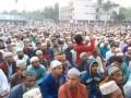 Тысячи мусульман молились против коронавируса