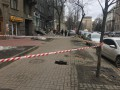 В Киеве напротив Нацбанка просела тротуарная плитка