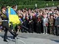 Азаров и Рыбак почтили память погибших в войне у могилы Неизвестного солдата в Киеве