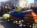 В Харькове на коленях прощаются с погибшей пулеметчицей