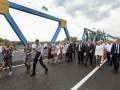 Порошенко открыл мост в Изюме