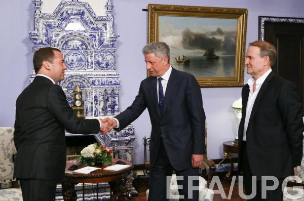 Медведчук и Бойко снова улетели в Москву к Медведеву