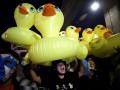 В Таиланде символом протестов стала утка