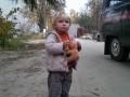 Брошенная девочка и мэр с лемурами: ФОТО недели