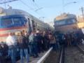 Во Львове люди в знак протеста блокировали движение поездов