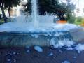 В Киеве хулиганы превратили фонтан в пенное шоу