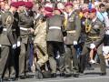 Еще один солдат потерял сознание во время минуты молчания