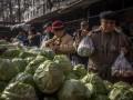 В Пекине заявили о массовой проверке после обнаружения COVID-19 на рынке