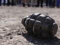 Во Львове мужчина продавал гранату на вокзале