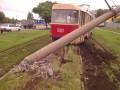 В Харькове трамвай пропахал землю и снес столб (ФОТО)