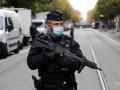 Во Франции полицейского ранили саблей
