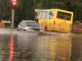 Во Львове и Луцке стихия повалила деревья и затопила улицы