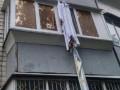 В Киеве пьяный лез с блакона по простыням и сорвался с пятого этажа