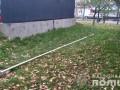 Под Киевом россиянин повредил флаг возле памятника Небесной сотне