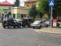 Возле здания СБУ в Черновцах полиция блокирует проезд авто, СМИ сообщают о взрыве