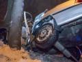 В Днепре автомобиль влетел в столб: водитель погиб