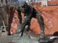 В Киеве снесли памятник Булыжник - оружие пролетариата