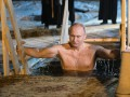 Путин залез в прорубь: Кремль впервые показал видео